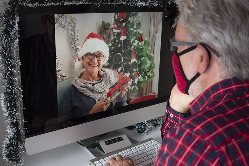 Holiday Season Fun with Seniors: Planning Socially Distant Celebrations